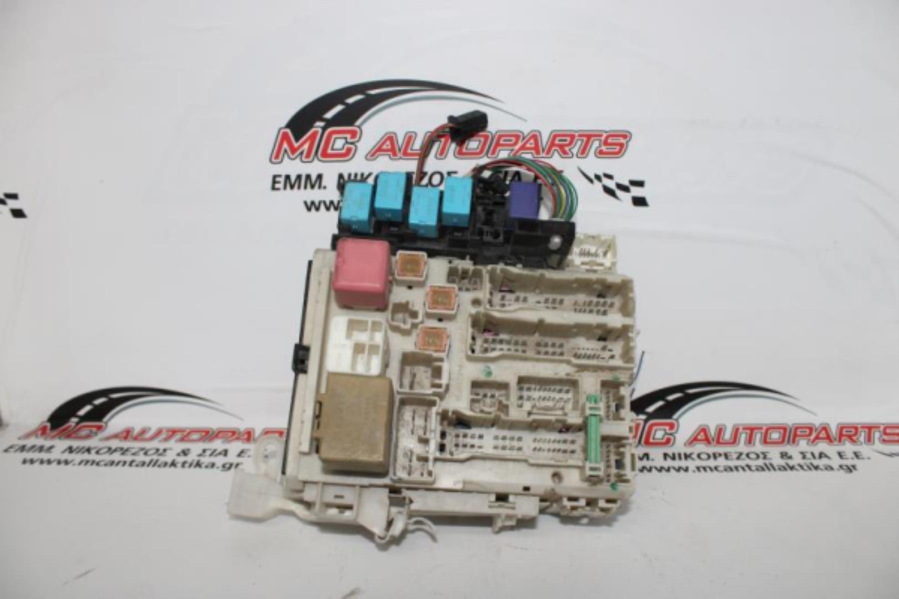 Εικόνα από Ασφαλειοθήκη  TOYOTA RAV-4 (2006-2011)  82730-42010   μέσα